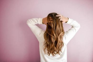 Olej CBD na włosy - jak działa i jak go stosować?